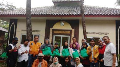 Photo of H. Dian Rahadian Bagikan 1.500 Paket Sembako
