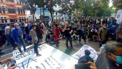 Photo of 7 Pendemo Tolak PPKM di Bandung Positif Covid-19